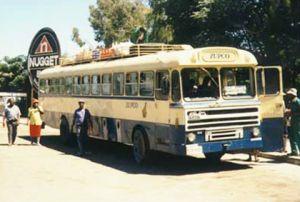 Un autobús de Botsuana con muchos kilómtros recorridos