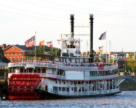 Un clásico vapor atracado en Nueva Orleans