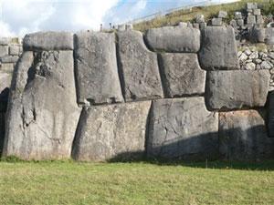 Los bloques de piedra quedan encajados a la perfección