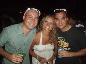 David N. y Dario D. junto a una amiga brasileña en Kamie Beach
