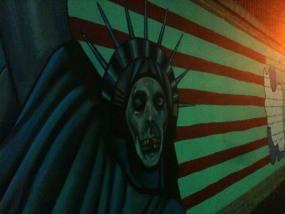 Un expresivo mural en la antigua embajada de EEUU
