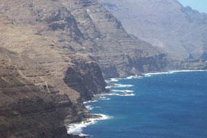 Los acantilados siempre presentes en el oeste canario