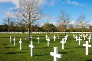 Las tumbas se reparten en el Cementerio Americano