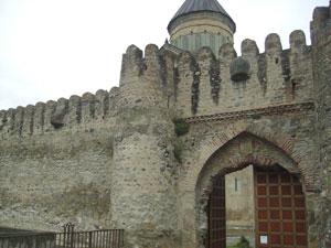 La sorprendente entrada a la catedral de Svetitskholevi