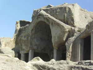 Una iglesia excavada en las rocas de Uplistsikhe