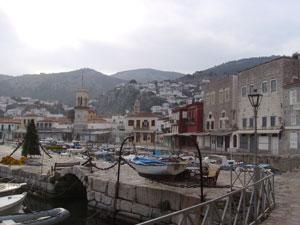 Una bella perspectiva desde el puerto de Hidra