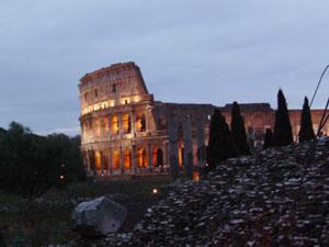 El Coliseo con su iluminación nocturna
