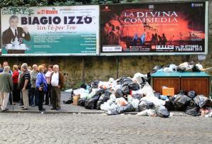 Un nutrido grupo de napolitanos en un entorno 'insalubre'