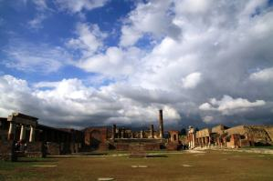 Pompeya luce majestuosa en un luminoso día