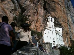 El acceso a Ostrog se pasa de majestuoso