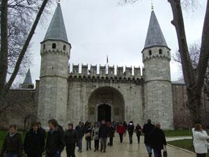 La entrada al palacio de Topkapi