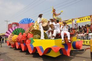 Una carroza de Silvia coronada por una miss colombiana