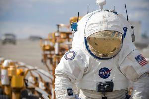 Un astronauta de la NASA con su traje espacial