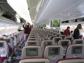 Interior de una cabina de un avión de Qatar Airways
