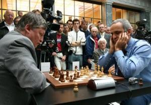 Karpov y Kasparov en uno de sus míticos duelos