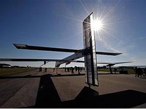 El sol se oculta ante la presencia del Solar Impulse