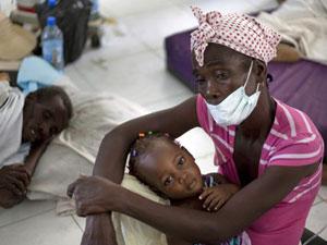 Unos afectados por una epidemia de cólera en Haití
