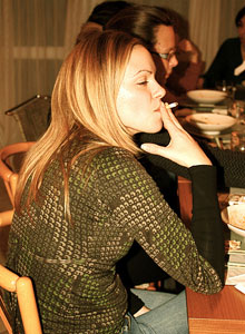Las mujeres fumadoras cada vez más comunes
