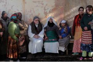 Un grupo de argelinos posa delante de la cámara