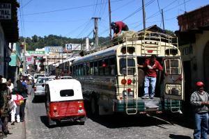 Una soleada estampa de la bella ciudad de Panajachel