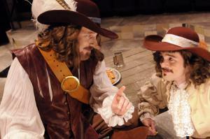Un fotograma del filme Cyrano, gran nariz incluida