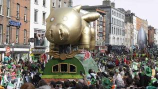 El desfile de Saint Patricks' day es un acontecimiento