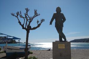 Una estatua de Dalí preside el paseo marítimo de Cadaqués