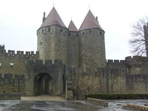 La puerta Narbonnaise es el principal acceso a la 'cité'