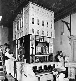 Una vieja foto con los artesanos en pleno trabajo