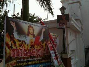 Un cartel de proselitismo cristiano en pleno Chingavanam