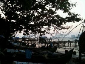 Los barcos de pesca al estilo chino se amontonan en Kochi