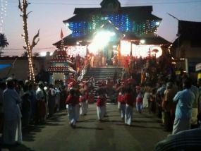 La actividad en el interior del templo puede ser frenética