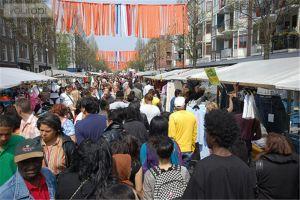 Una panorámica colorista del conocido Dappermarkt